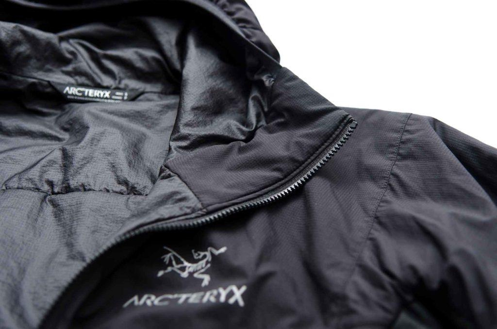 Arc'teryx-Atom-LT_Kinnschutz-daune-kunstfaser