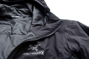Arc'teryx-Atom-LT_Kinnschutz-Wandern-im-Winter