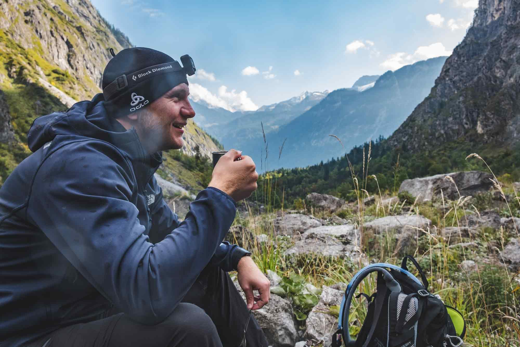 Wandern-im-Winter-trekkinglife-Jannik-Eiskapelle-Kaffee