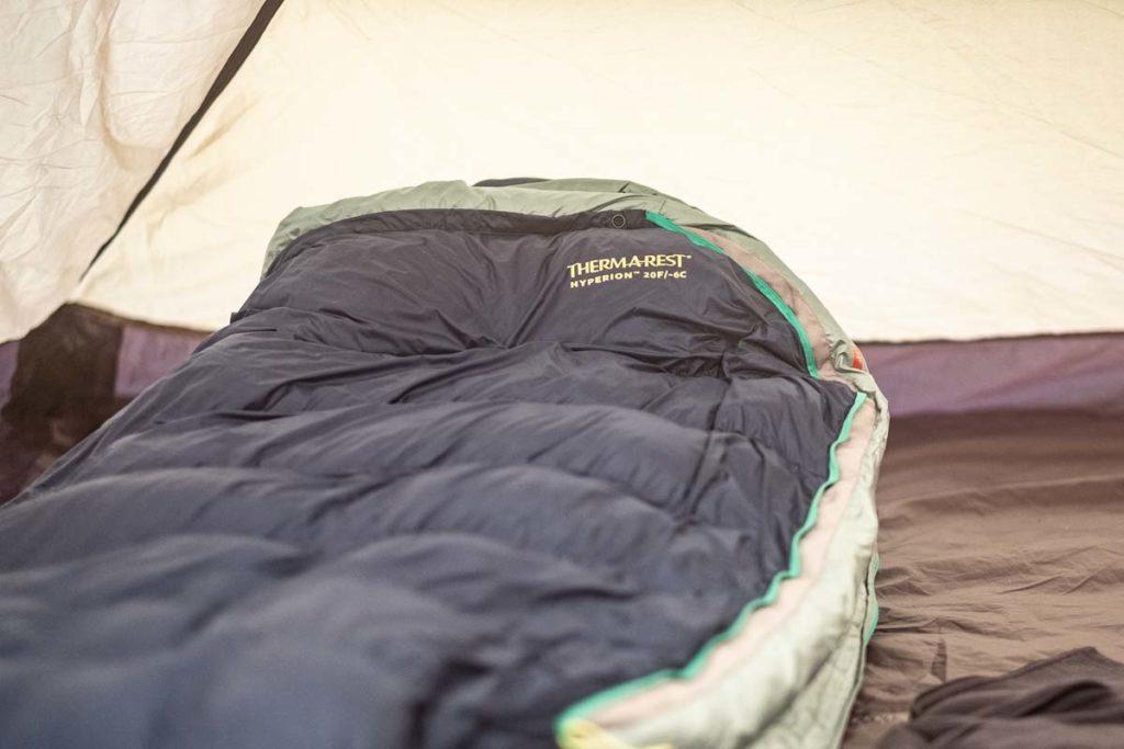 Wandern im Winter - Zelten Daunenschlafsack - Winterwandern