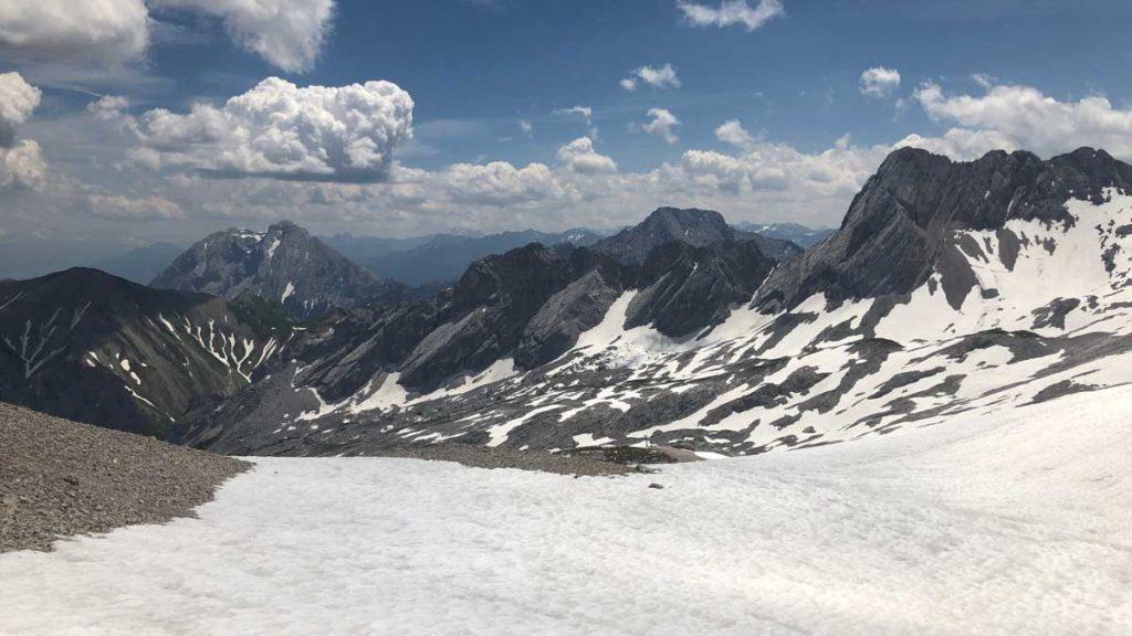 wanderung-auf-die-Zugspitze-Ausblick-Schnee
