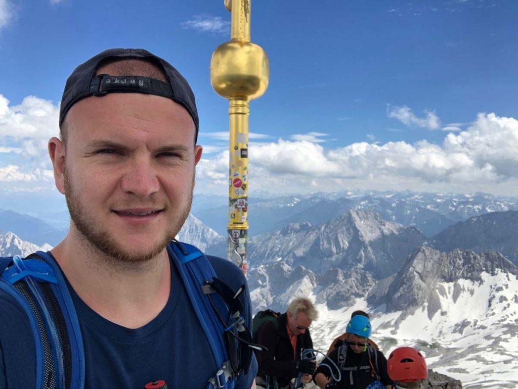 Gipfelkreuz-wanderung-auf-die-Zugspitze