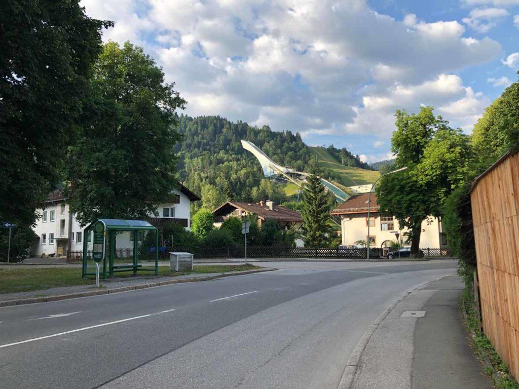 wanderung-auf-die-Zugspitze-Olympiaschanze