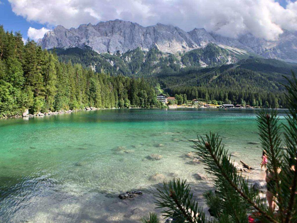 Rund-um-die-Zugspitze-wandern-in-den-alpen-02