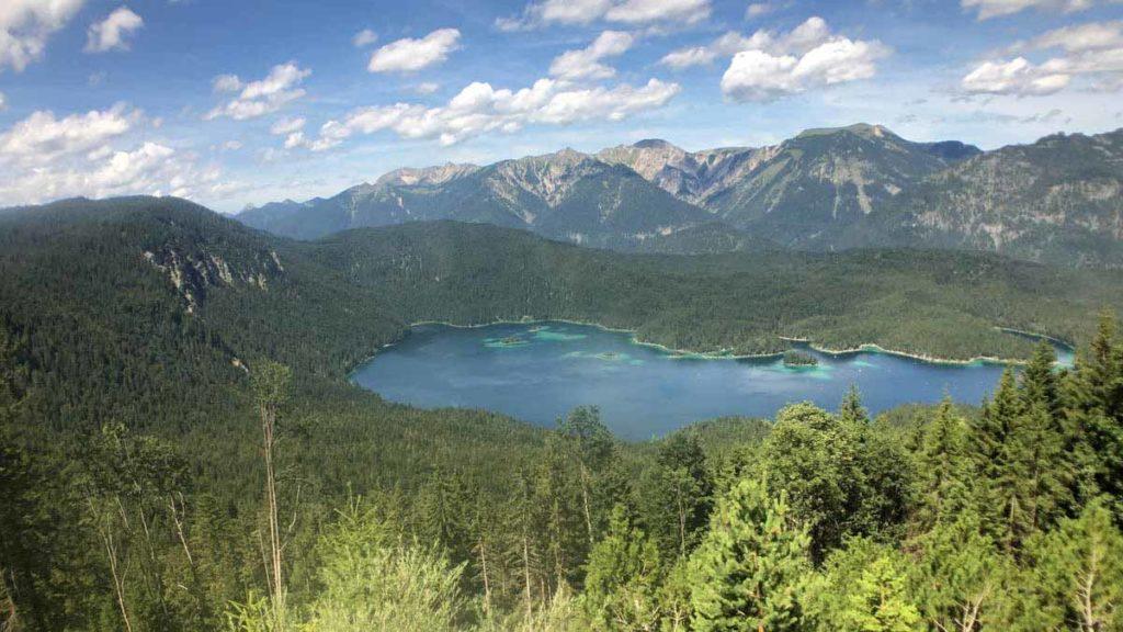 Rund-um-die-Zugspitze-wandern-in-den-alpen
