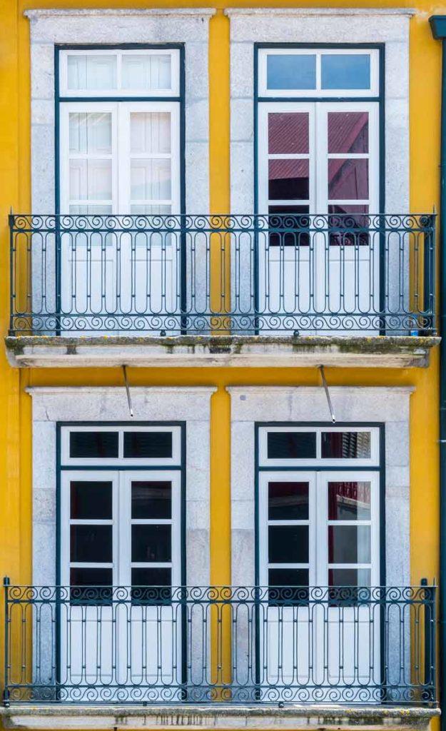 Porto Sehenswürdigkeiten - gelbe Hauswand