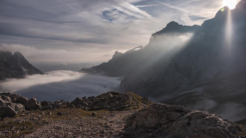 Aufstieg zur Zugspitze - Über den Wolken am frühen Morgen