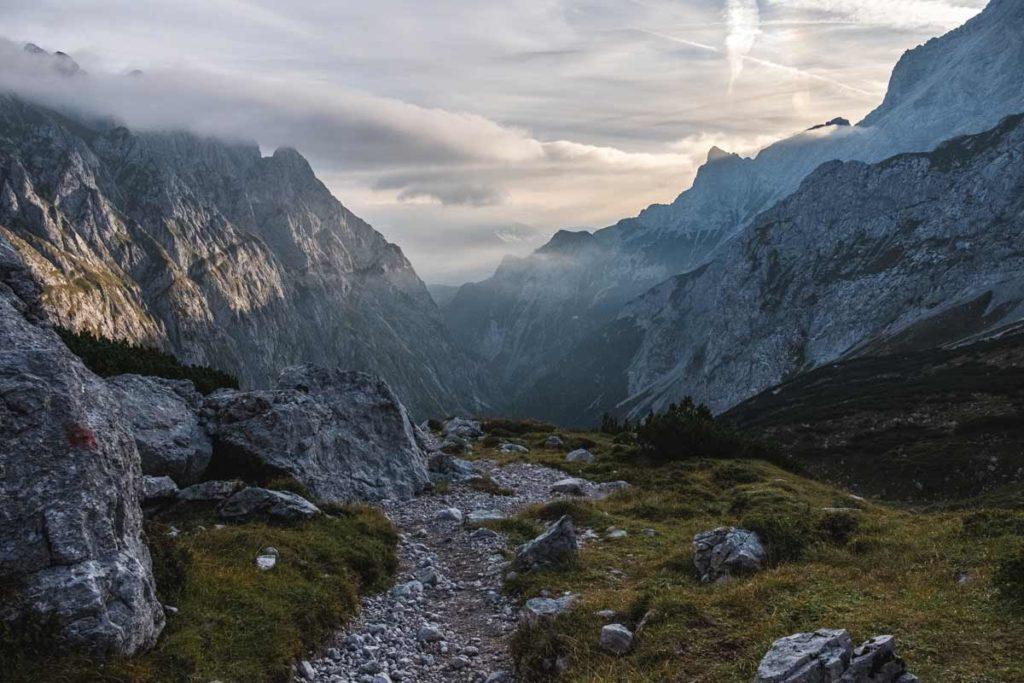 Blick zurück ins Höllental auf dem Weg zur Zugspitze