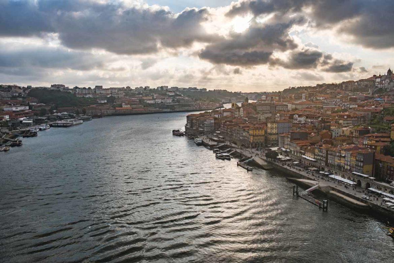 Porto an einem Tag - Ausblick von der Brücke auf die Stadt - Ponte Dom Luis