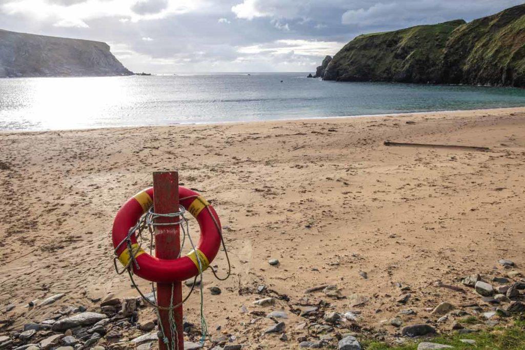 Silver Strand Irland mit Rettungsreifen