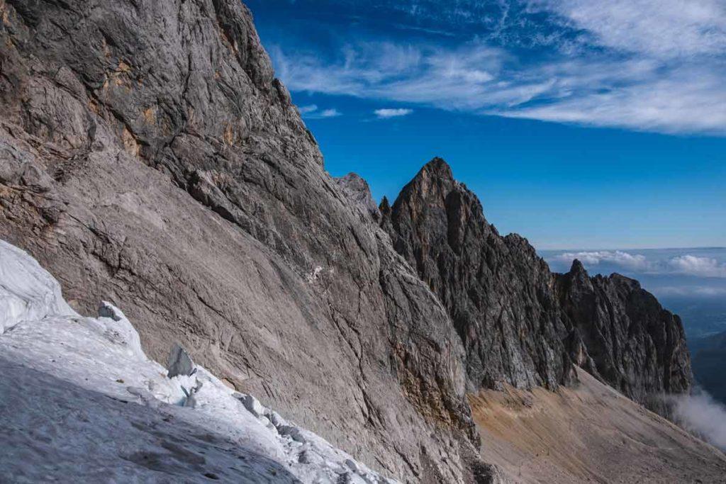 Wanderung auf die Zugspitze durch das Höllental mit Blick auf die Riffelspitzen