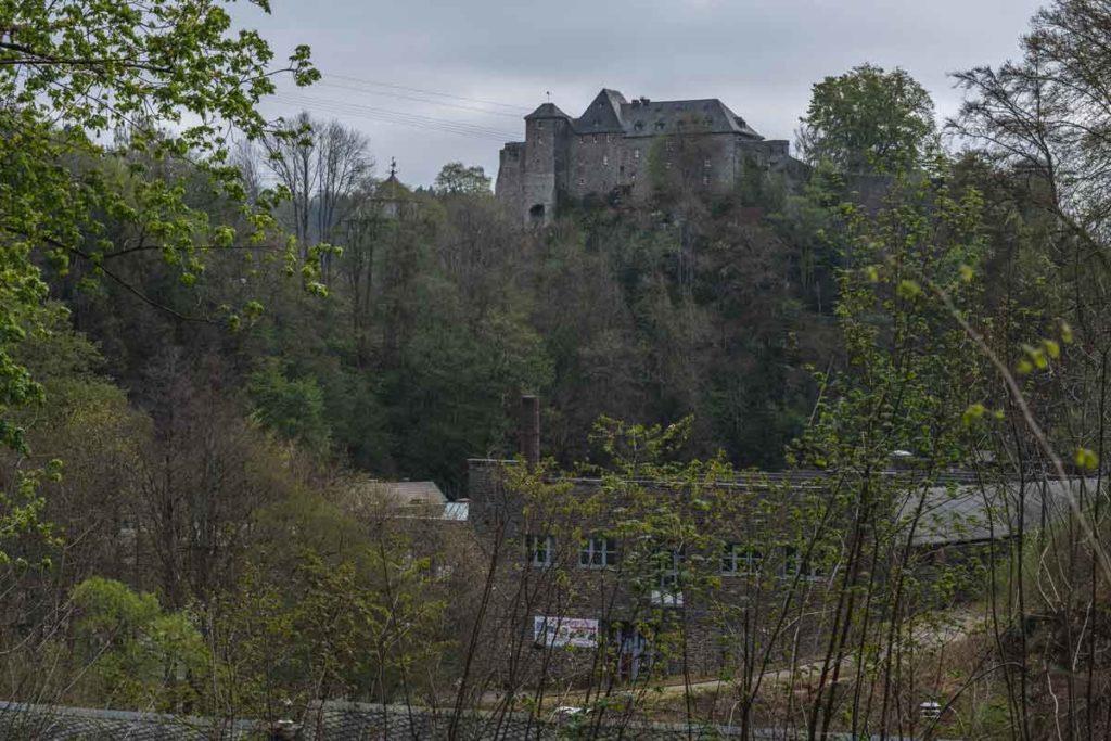 Blick auf die Burg Monschau vom Wanderweg Klosterrunde