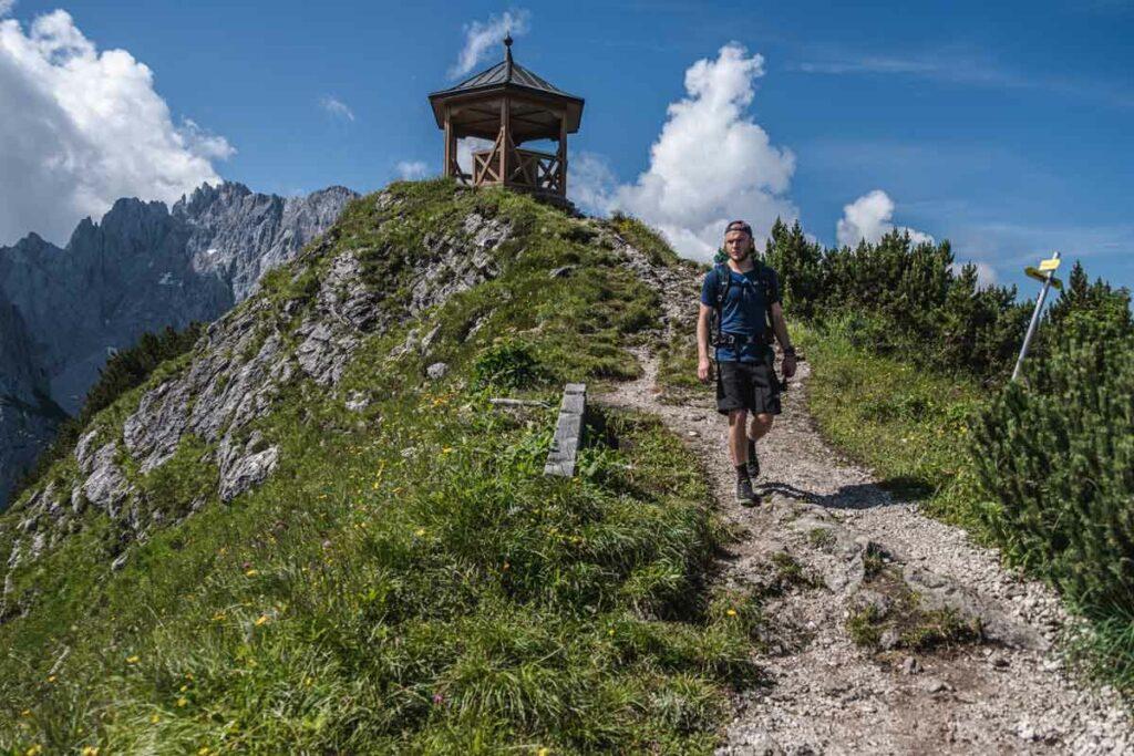 Jannik im Abstieg vom Stripsenkopf