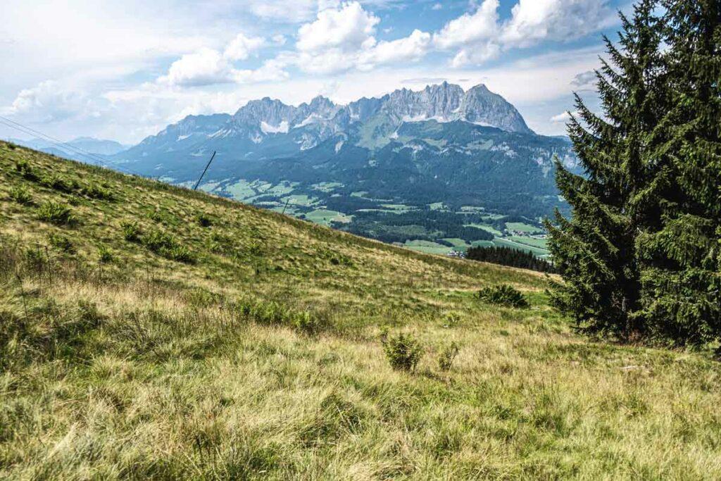 Abstieg nach Oberndorf mit dem Wilden Kaiser