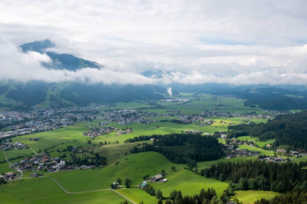 Blick ins Tal auf St. Johann