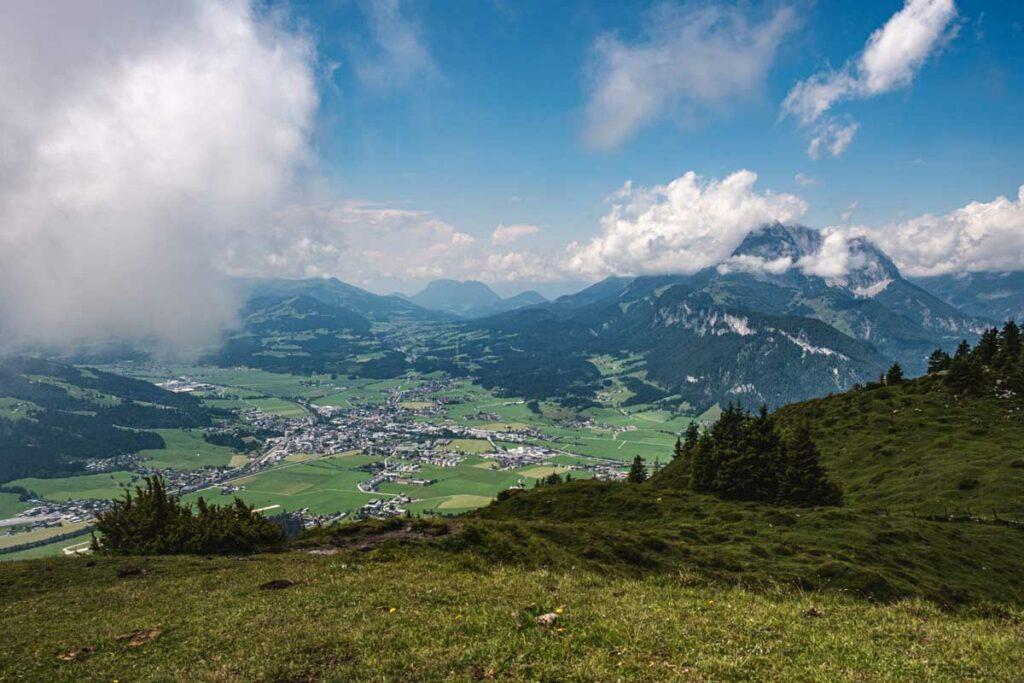Ausblick vom Baumooskogel auf St. Johann in Tirol