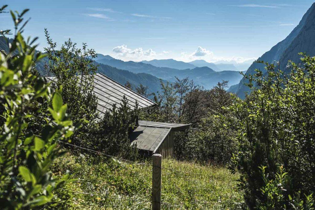 Blick zurück ins Kaiserbachtal beim Aufstieg zum Stripsenjoch und Stripsenhaus
