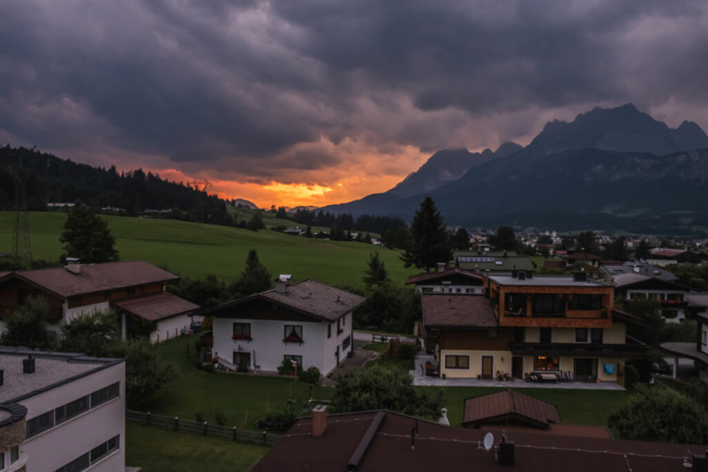 Sonnenuntergang am Hotel Kaiserfels