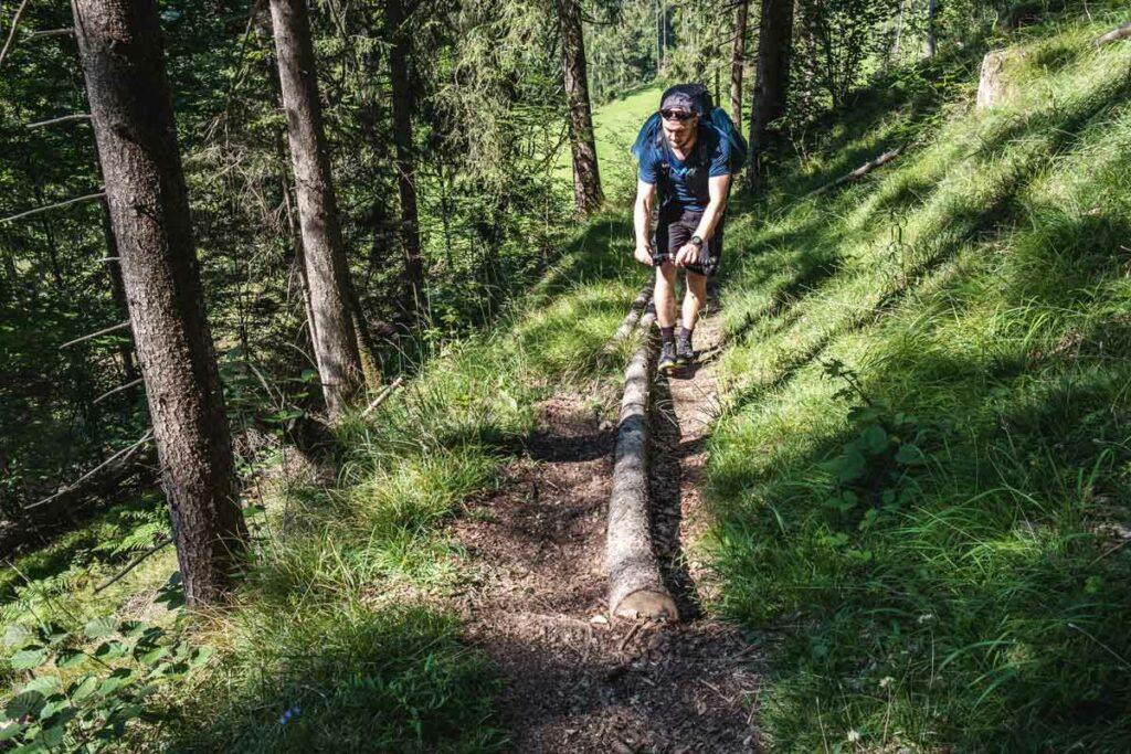 Jannik filmt den Aufstieg zur Stubnalm auf dem Koasa Trail