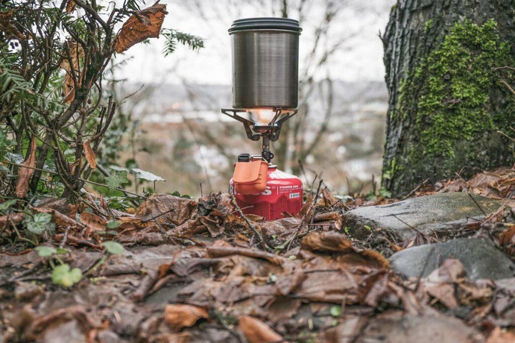 Der Gaskocher ist einer der wichtigsten Ausrüstungsgegenstände beim Zelten