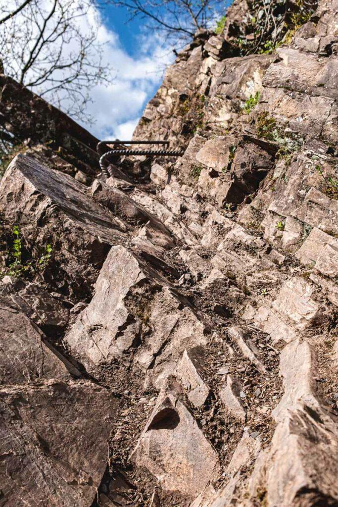 Trittstufen auf dem Calmont Klettersteig
