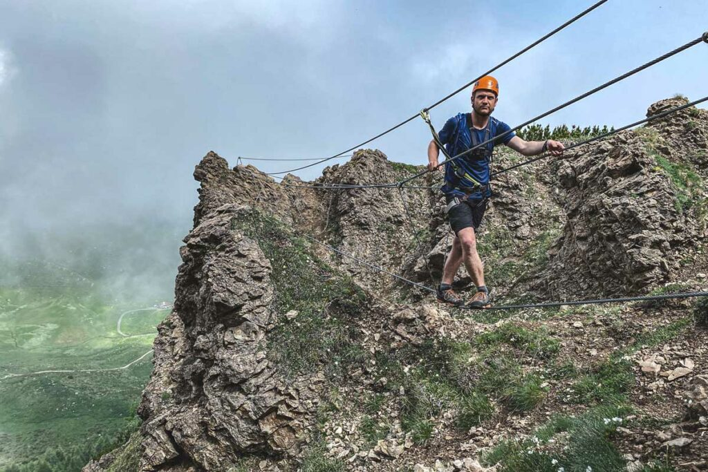 Jannik auf der Seilbrücke Marokka Klettersteig
