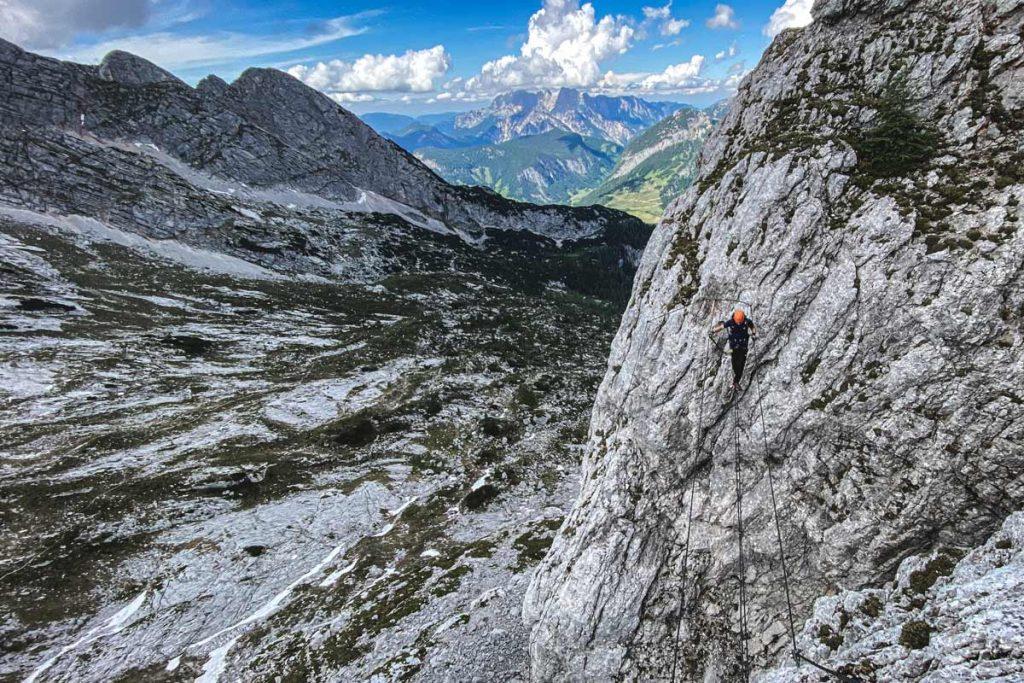 Leogang Nord Klettersteig Seilbrücke mit Blick auf den Hochkalter